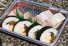 サバの押し寿司と巻き寿司がセットになった弁当のほか、山菜やタケノコをふんだんに用いたかやくご飯弁当など、アイディア満載の「なごみ駅弁」もこの道の駅ならでは。ちょっと小腹が空いたときに手にしたい。