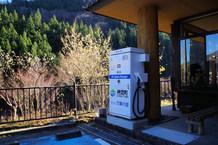 電気自動車用の急速充電設備です。山沿いで、普通のガソリンスタンドもまばらな中、電気自動車にはうれしい設備だと思います。