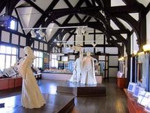 インフォメーション・ショップの二階はシェイクスピアミニ展示室があり、代表作品の名場面を彫像と音声で、展示されています。
