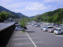 建物近くの第1駐車場は観光バス用であるため、建物北側の駐車台数の多い第2駐車場が使いやすいです。