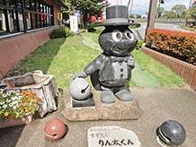 松川村マスコットキャラクターのりん太くんです。鈴虫がモチーフとなっていてリンリンちゃんもいます。マンホールや風景印にも登場します。村をあげて鈴虫を大切にしています。