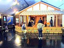 吉田松陰記念館には塾生と松陰との議論の様子が自動音声で再現されています。その他にも松陰に関する資料が展示されていました。入場料は無料です。