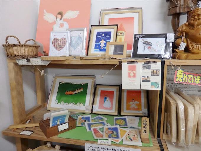 玖珠町生まれ、玖珠町育ちのお絵描き人Satokoさんのイラストが販売されていました。現在も玖珠町にあるレストラン金太郎」で働きつつ、創作活動中。見ているだけで癒やされます。