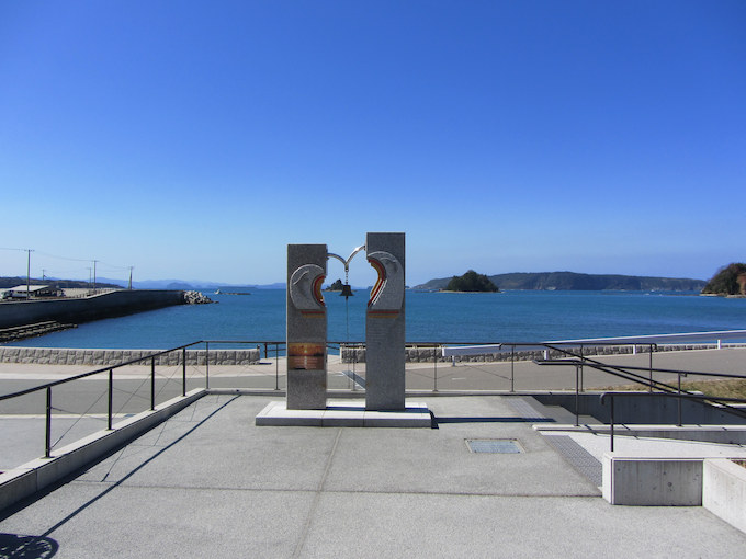 【ライダー目線で調査/道の駅 阿武町】夫婦島に向かって愛の誓いの鐘を鳴らす