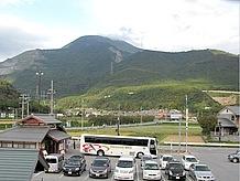 2階展望テラスからの伊吹山の雄大な眺め。景色もご馳走ですね。
