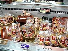 瀬戸豚を使用したソーセージなどの加工品。おみやげにぴったりです。