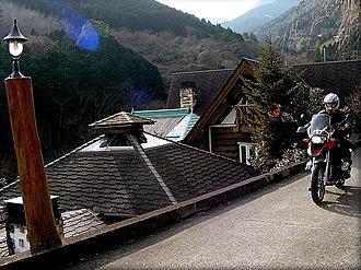 星のコテージ。R135から小田原C.C.の案内板を頼りに坂道を登ると途中にある。