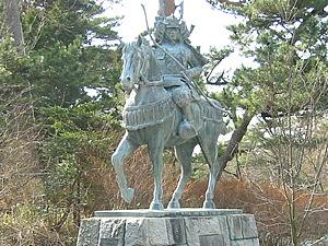 「勿来の関」跡入口では、馬に乗った源義家の銅像が出迎えてくれます。