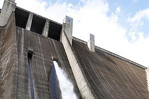 宮ヶ瀬ダムと石小屋ダムの二つのダムが存在する神奈川県の水源。総貯水量は約2億平方メートルを誇ります……と言われても、途方も無くてさっぱりです。