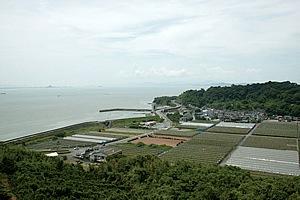 千鶴子さんのお墓の傍からは不知火の町を一望できる。
