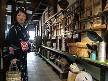 不知火町は江戸から明治にかけて栄えた港町で、廻船問屋が競って白壁の土蔵を建て、現在でもほとんどが現存しています。一見の価値ありです。
