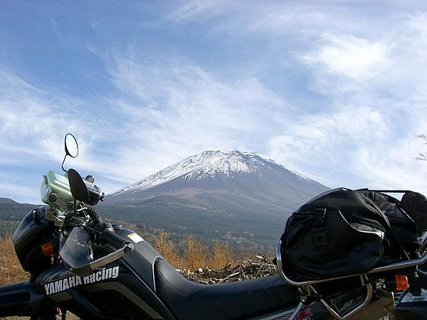 標高3776m、日本最高峰の富士山。古来より山岳信仰があり、神の山として崇められている。四季を通じ、見る場所によって、さまざまな表情に感動し心を癒してくれる。だからまた出かけたくなるし、つい走り過ぎてしまう……