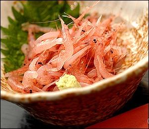 「くらさわや」こだわりの一品、デッカイ桜海老のかき揚げ!サクッと香ばしく、そういえば「美味しんぼ」の山岡も絶賛(笑)。桜えびをふんだんに使ったメニューはどれも感動的。