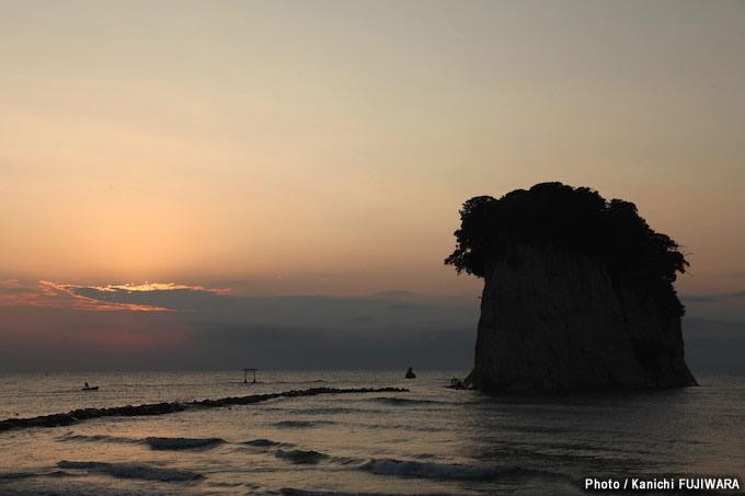 日本の絶景100選 見附島(石川県)の画像