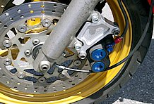 TZR(3MA)の足回りを移植することで足回りをバージョンアップ。ホイールサイズ変更により、タイヤセレクトの幅も広まった。