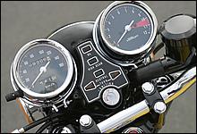 このメーターデザインに憧れたファンも多いはず。同年代に開発された一部モデルにも共通デザインが採用された。
