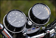 160マイル表示のスピードメーターはZ1およびZ1Bのみ。最初期型になると、写真のように20マイルの数字がやや上にずれている。