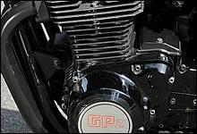 Zから続く空冷エンジンは、Z1100GPとボアストロークは同一となるが、燃焼室形状の変更が行われ熟成が図られている。