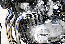 以前にオーバーホールされているらしく、エンジン本体は好調だったので敢えて手を加えなかった。750ccくらいになっているではないか、とのこと。