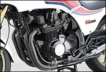 オーバーホールのみで、現段階では排気量アップされていないザッパー系ナナハンエンジン。将来的にはトルクフル仕様の810ccにする予定もあるようだ。