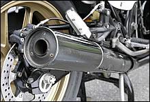 マフラーサイレンサーには輸出仕様の大口径タイプをチョイスしている。ターボ仕様のマフラーは排気口が大き過ぎるので、どうしても中速域のトルクが減ってしまう傾向にあるそうだ。