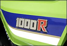 「ローソンレプリカ」から「スーパーバイクレプリカ」となったR2は、サイドカバーにストライプが入り「R」が赤文字となる。