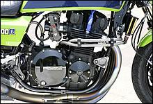 フルオーバーホールされ、ペイントワークにもスキが無い美しい仕上がりのエンジン。