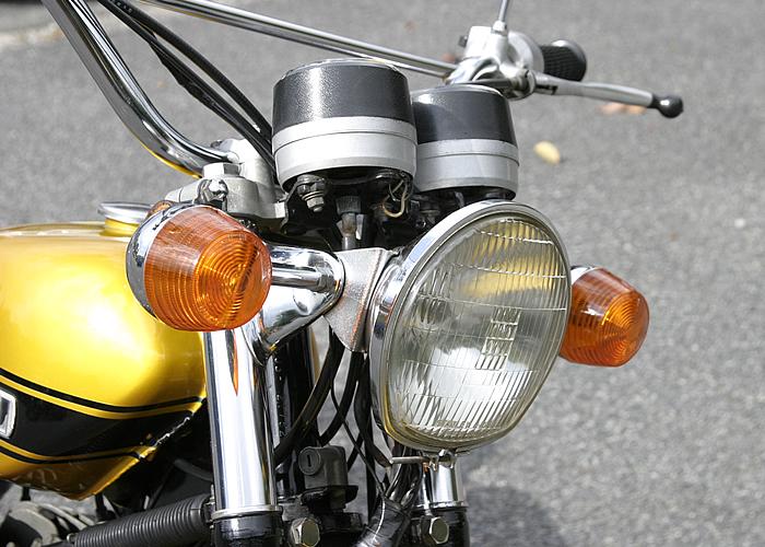 I型・II型同様薄いヘッドライトケースを備え、ヘッドライトレンズは馬蹄型である。この時代までのスズキ車が共通して持つ特徴のひとつでもある。