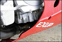 1987年モデルのFZR400Rリミテッドで初採用された排気デバイスEX-UPは、90年モデル以降でも継承されている。